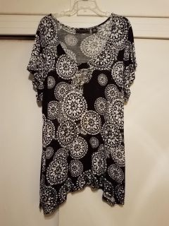 2X, ALLISON BRITTANY, BLK AND WHITE TOP, EXCELLENT CONDITION, SMOKE FREE HOUSE