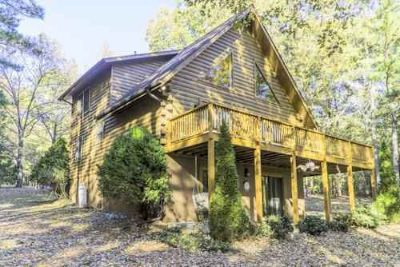 50 Moseley Dr Ebony Three BR, Waterfront lake cottage w/ double