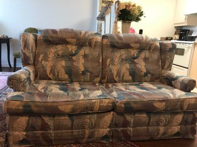 Richmond Hill: Pull out bed sofa / couch