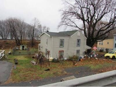4 Bed 1 Bath Foreclosure Property in Duncannon, PA 17020 - Green St