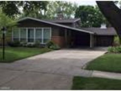 Three BR Three BA In West Dundee IL 60118