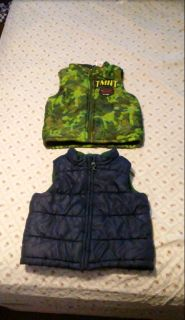 """ONLY 1 AVAILABLE """" DARK BLUE VEST """" excellent conditions thick material perfect for winter BUNDLE DISCOUNT IF PURCHASE $25 -$4"""