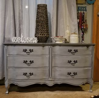 Solid Wood Dresser/Console/Buffet