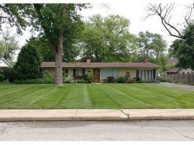 3 Bed 1.5 Bath Foreclosure Property in Glenview, IL 60025 - Hazelwood Ln