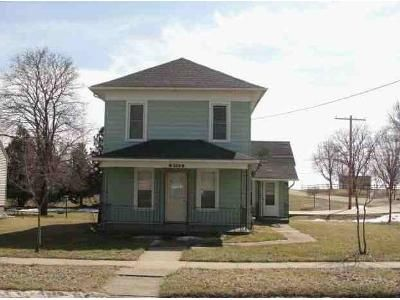 4 Bed 1 Bath Foreclosure Property in Strawberry Point, IA 52076 - E Elm St