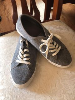 Old navy size 8 wool tennis shoe- like new PPU