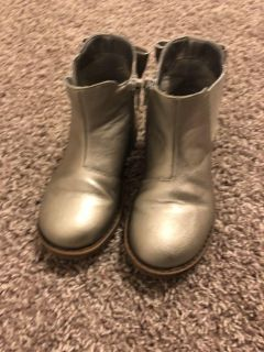 Beautiful Cat & Jack Silver Bow Boots Size 10