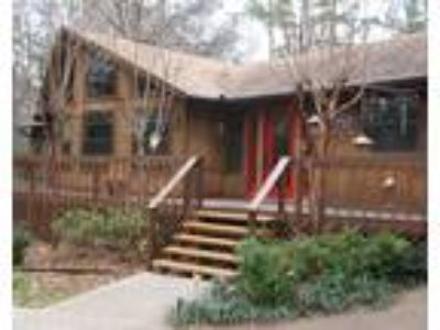 Well appointed rental in the woods of Holly Lake Ranch