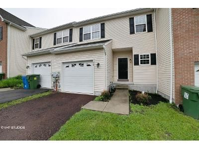 3 Bed 2.5 Bath Foreclosure Property in Pottstown, PA 19464 - Green View Dr