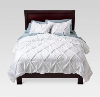 Threshold Pinch Pleat Duvet cover & 2 shams - Duvet and 2 pillows INCLUDED
