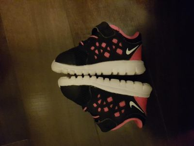 Barely worn baby girl Nike shoes - size 2