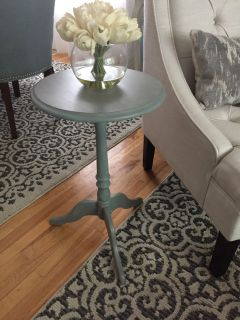 Beachy accent table solid wood