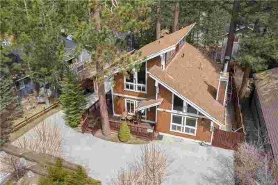 558 Division Drive Big Bear Three BR, Entertainers Delight!