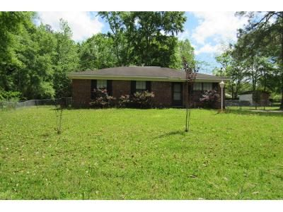3 Bed 1 Bath Foreclosure Property in Slocomb, AL 36375 - N Commerce St