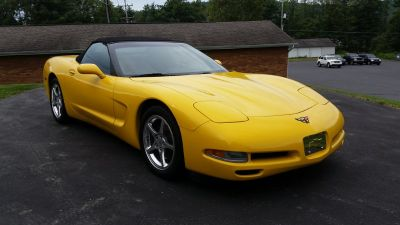 2002 Chevrolet Corvette Base (Yellow)