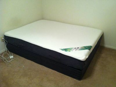 mattress and spring box , queen size, looks like new