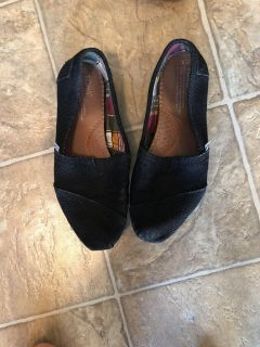 Tom s shoes. Black burlap. Women s size 9. Shows wear in some places, as shown. $13