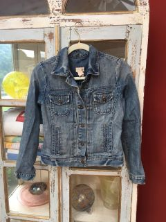Beautiful excellent condition GAP junior girls jean jacket, great to pair with a cute dress