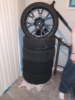 "20"" rims. Only one of the tires are good."
