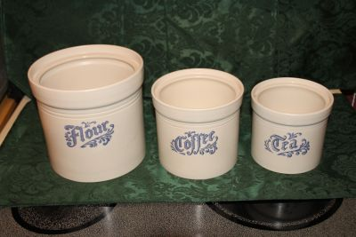 Excellent Condition Vintage mid-1960s Phaltzgraff set of three canisters. Collectibles. expensive.