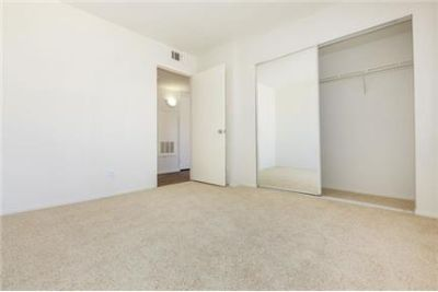 Pet Friendly 2+2 Apartment in Newhall