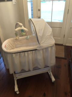 FP Gliding Bassinet by Delta