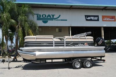 2019 Sun Tracker PARTY BARGE® 20 DLX, Trailer and 90CT