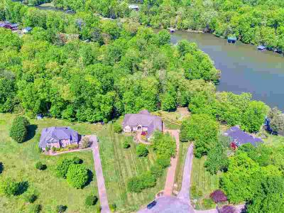 161 Hidden Cove Ct GALLATIN Three BR, Luxury Lakefront Living!