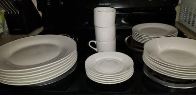 Lighly used Dish set