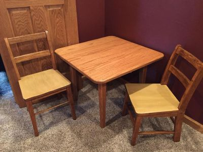 Kids Wooden Table w/ 2 chairs
