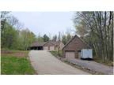 Woodland retreat - Two BR + Den and Office, Large Detached Garage for LOTS of