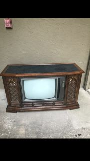 MAKE AN OFFER! 1973 RCA T.V. Measurements 52.5 in L, 20.5 in W, 30in H.