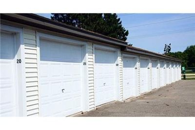ApartmentsDogs & Cats Welcome. Single Car Garage!