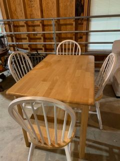 Good condition kitchen table and 4 chairs