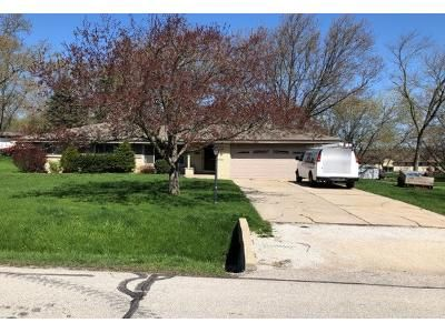 3 Bed 2 Bath Preforeclosure Property in New Berlin, WI 53151 - W Radisson Dr