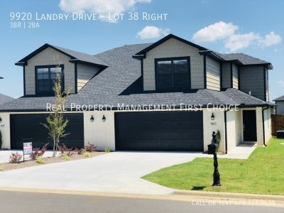 3 BED 2 BATH TOWNHOUSE WITH MOVE IN SPECIAL!