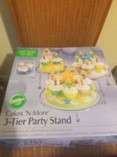 Wilton 3 tier party stand