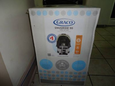 NEVER USED GRACO SNUGRIDE CAR SEAT