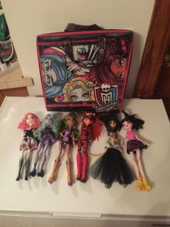 Monster high dolls with case