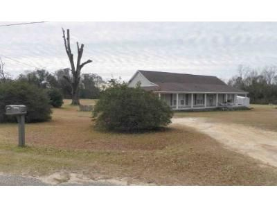 3 Bed 2 Bath Foreclosure Property in Cottonwood, AL 36320 - Grove St