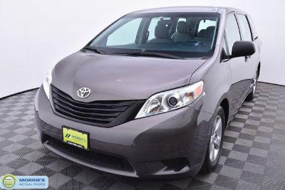 2016 Toyota Sienna Base 7-Passenger ()
