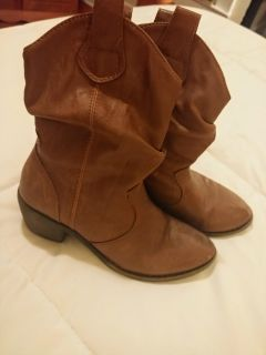 Cute brown boots size 13