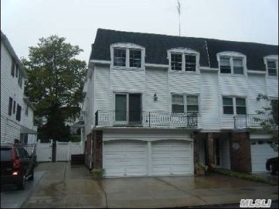 ID#: 1350609 Spacious + Newly Renovated Duplex in Bayside For Rent