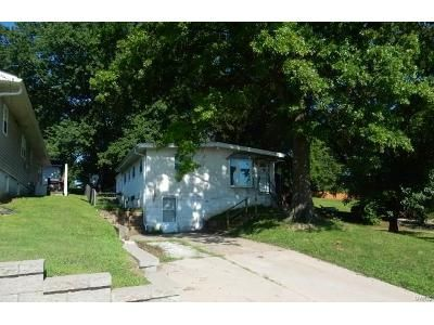 2 Bed 1 Bath Foreclosure Property in Maryland Heights, MO 63043 - Reading Ave