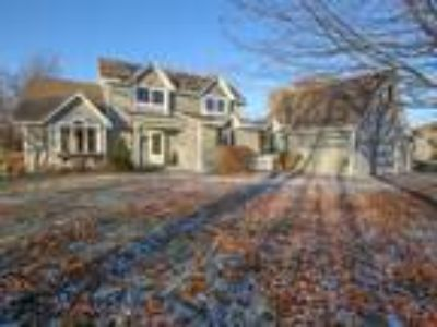 Welome to this wonderful home that sits on 2.5 acres in Prior Lake