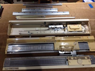 Knitting machine with ribber attachment