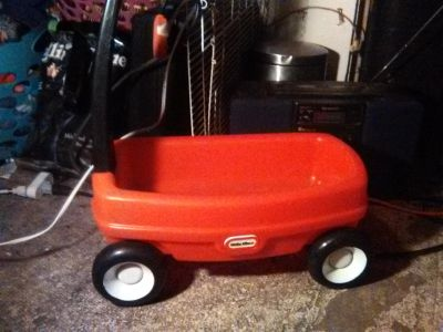 Little tikes pull behind wagon