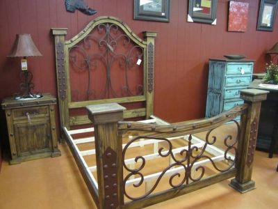 GORGEOUS IRON QUEEN BED
