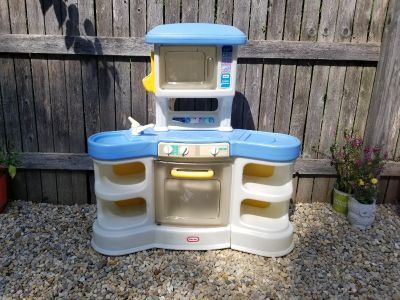 Play kitchen! FIRST COME. WANT GONE TODAY