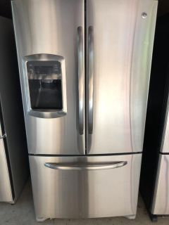 GE FRENCH DOORS STAINLESS STEEL REFRIGERATOR WITH ICE MAKER AND WATER DISPENSER